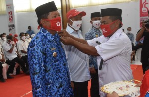 Aktif Berdonor Darah, PMI Soppeng Anugerahkan Penghargaan Kepada Kaswadi