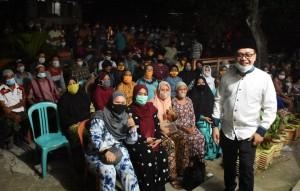 Warga Bawa Kursi Sendiri, Supriansa Terharu Saat Temui Konstituennya di Talepu