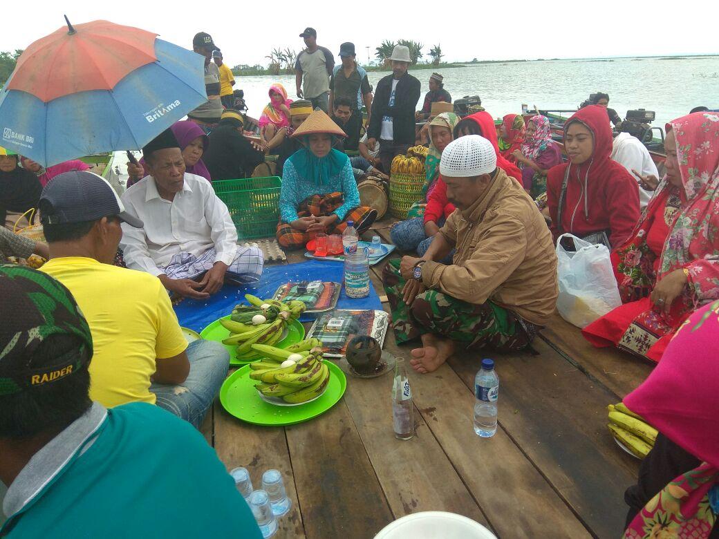 Nelayan Marioriawa Gelar Ritual Adat  Maccera Tappareng