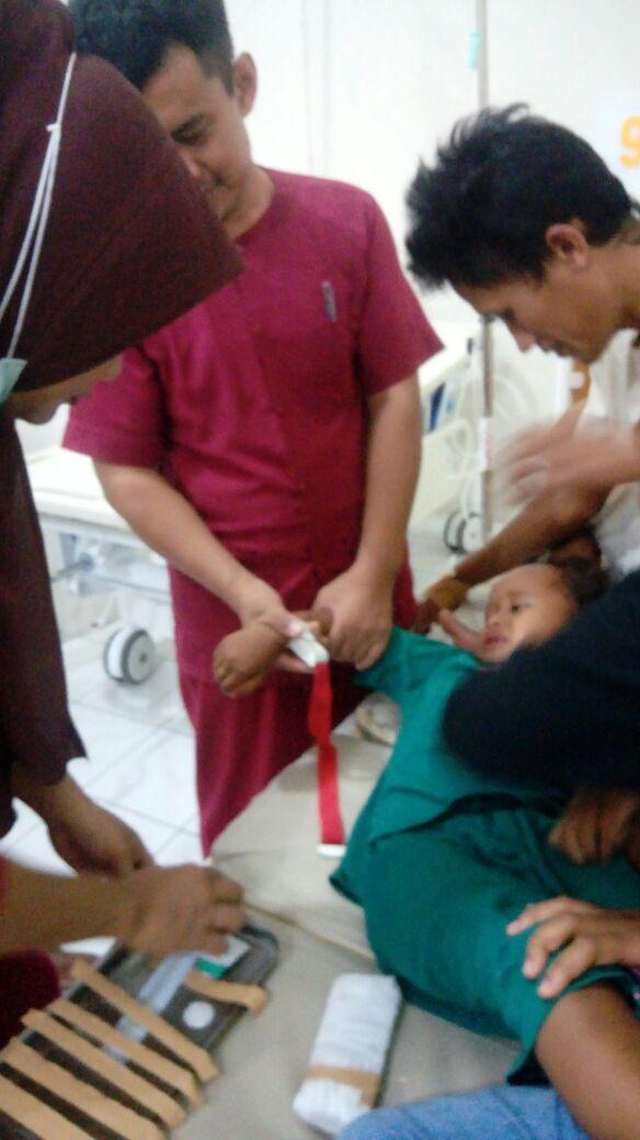 Di Duga Keracunan Makanan,9 Warga Malaka Dilarikan Ke RS La Temmamala