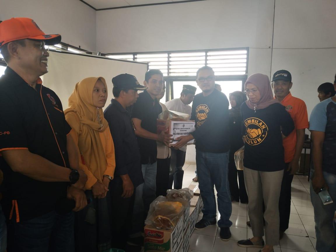 IKA SMA Negeri 200/1 Watansoppeng Kerahkan Bantuan Ke Lokasi Banjir