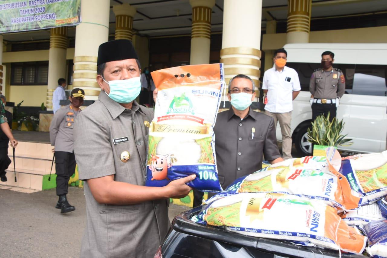 Peduli Dampak Covid, Bupati Soppeng Launching Pendistribusian Rastra Daerah APBD Tahun 2020