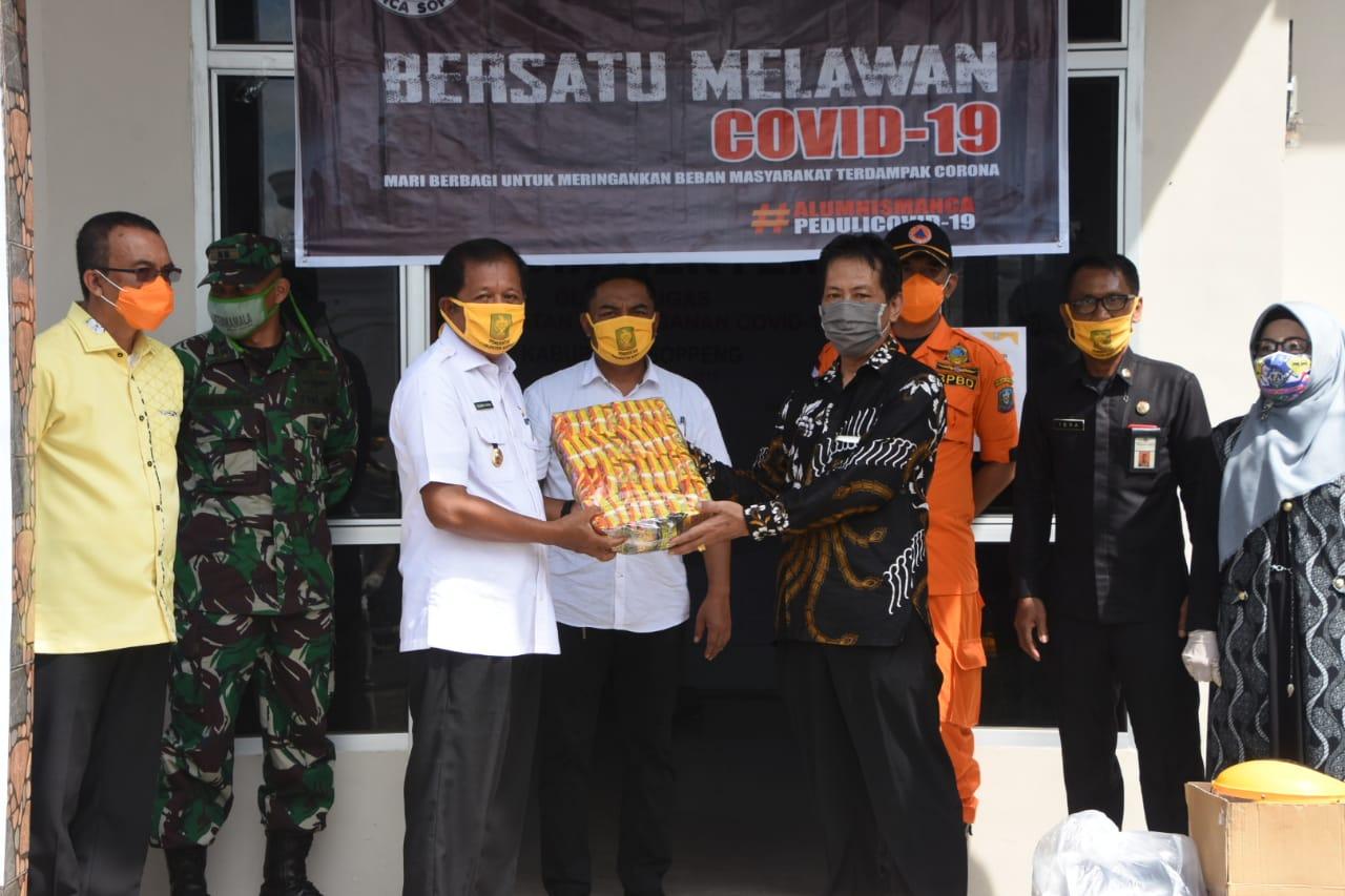 Peduli Penanganan Covid Di Soppeng, Pimpinan Cahaya Listrik Beri Bantuan 320 Dos Mie Instan
