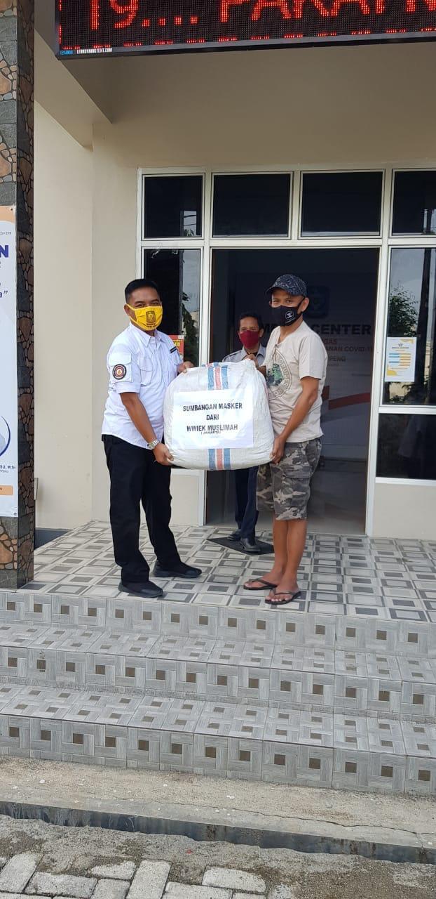 Wwiek Muslimah Serahkan Bantuan Ribuan Masker Di Soppeng