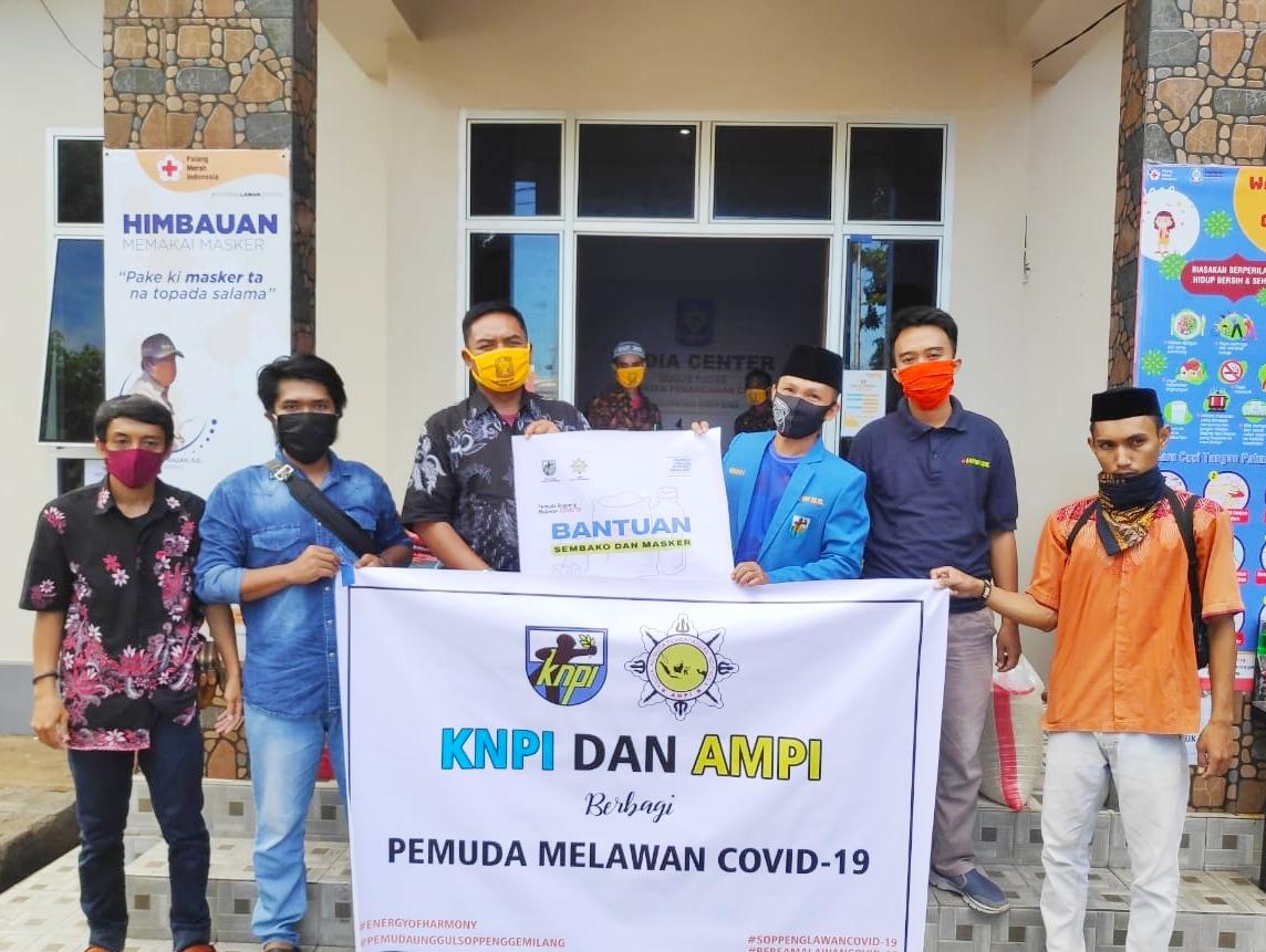 KNPI Dan AMPI Serahkan Bantuan ke Tim Satgas COVID-19 Soppeng.