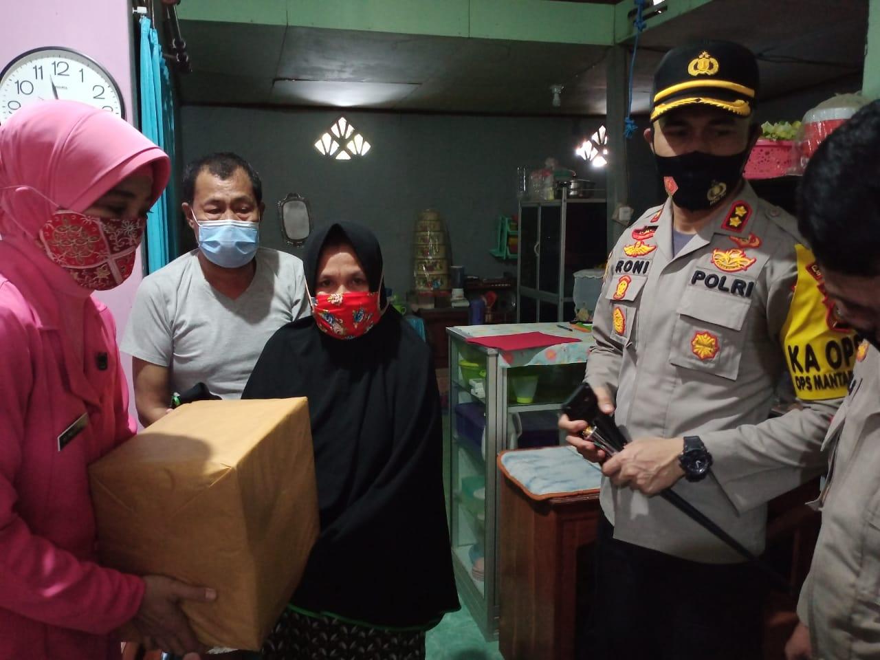 Kapolres Soppeng Bantu Personil Polri Yang Sakit