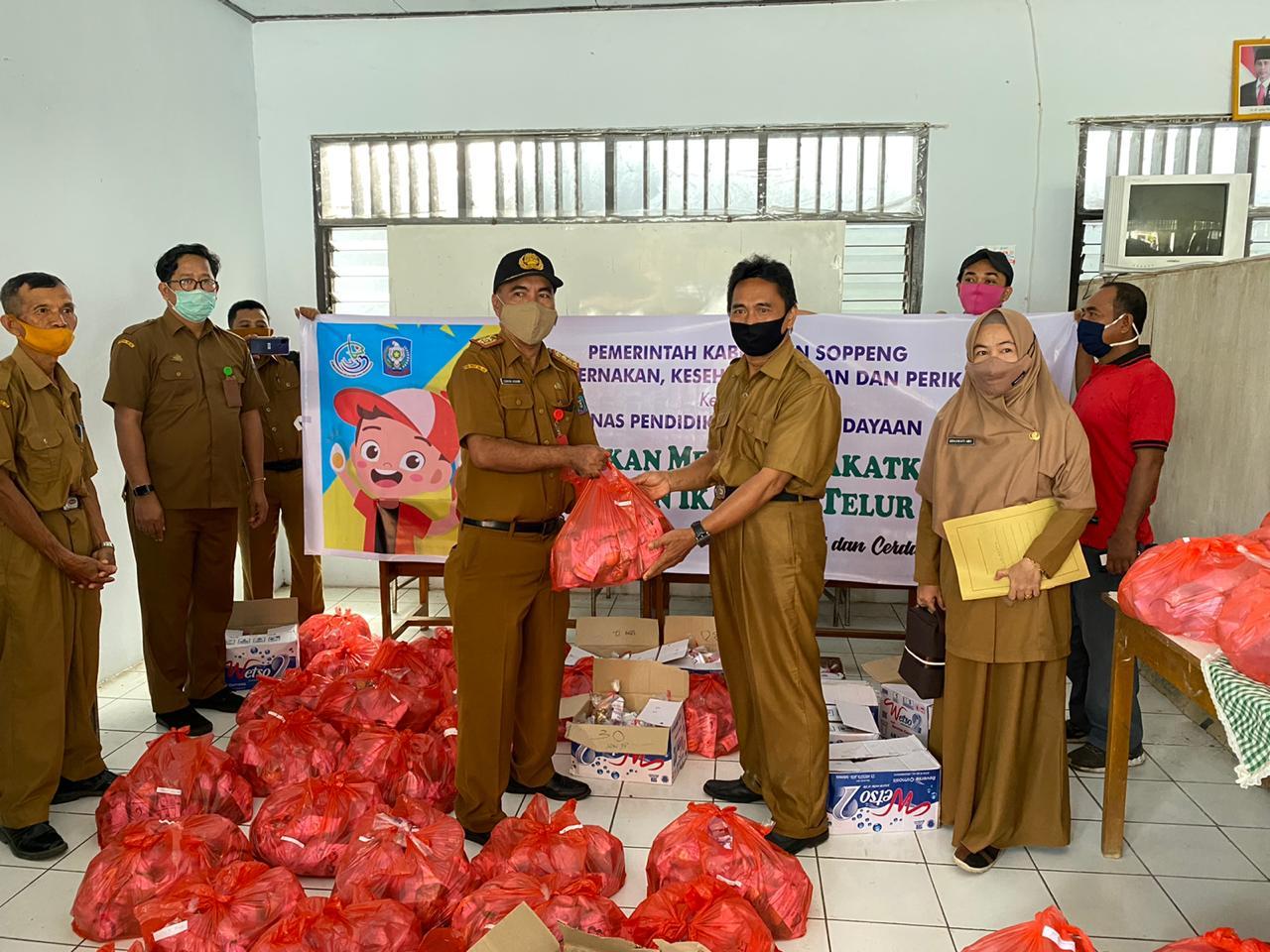 4000 Siswa Dapat Paket Gratis Berisi Ikan Dan Telur Dari Dinas PKHP Soppeng