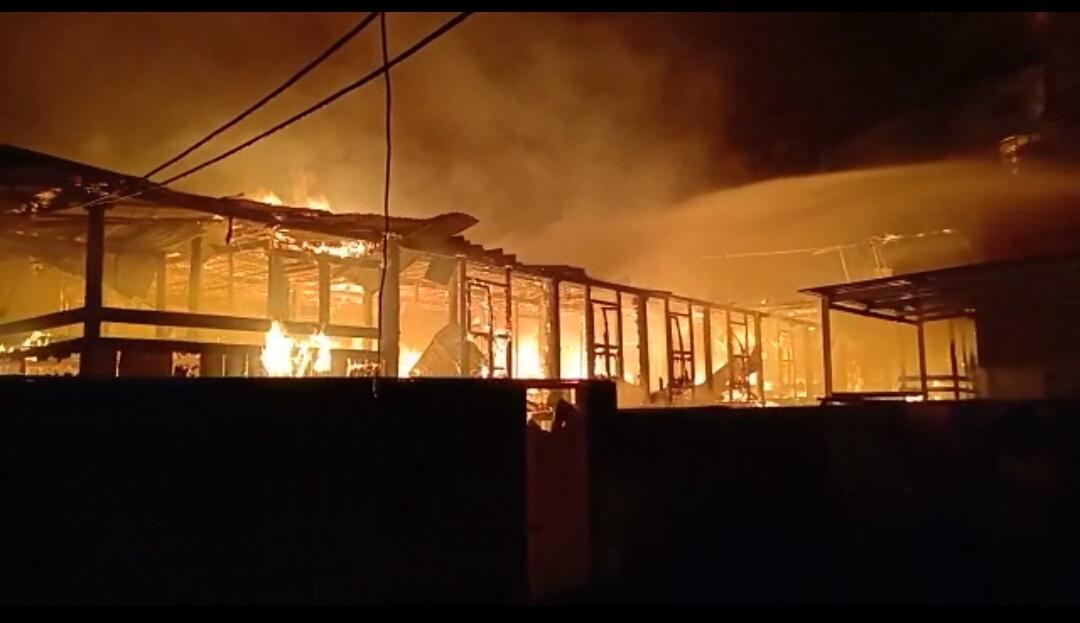 Rumah Habis Terbakar Saat Ditinggal Ke Warkop