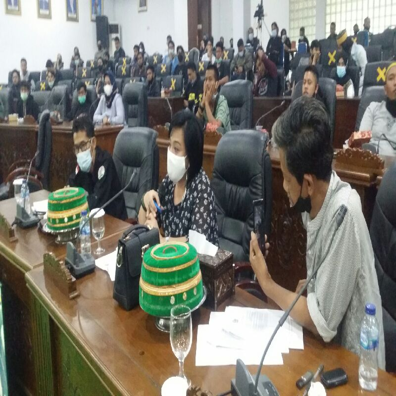 Isak Tangis Pengusaha UKM Warnai RDP DPRD Soppeng