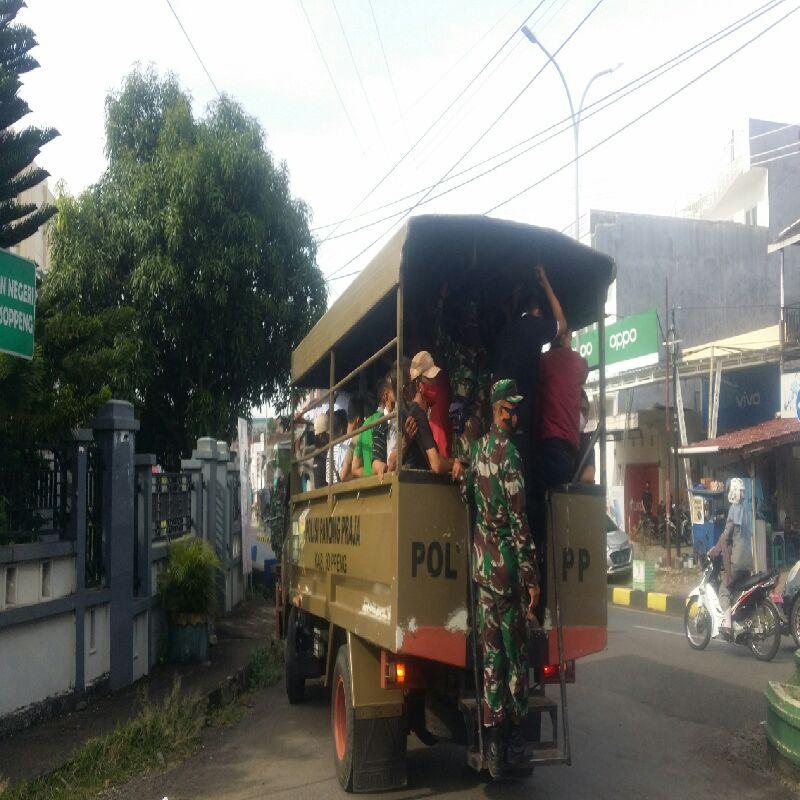 Sempat Diwarnai Aksi Kejar Kejaran, 65 Orang Kembali 'Ditangkap' Patroli Satgas Covid Sopppeng