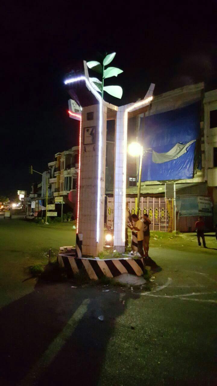 Polsek Lilirilau Pasangi Lampu Sorot Dan Lampu Hias Tugu Tembakau Cabbenge